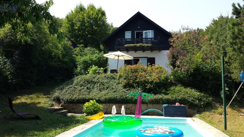 house near vienna - front