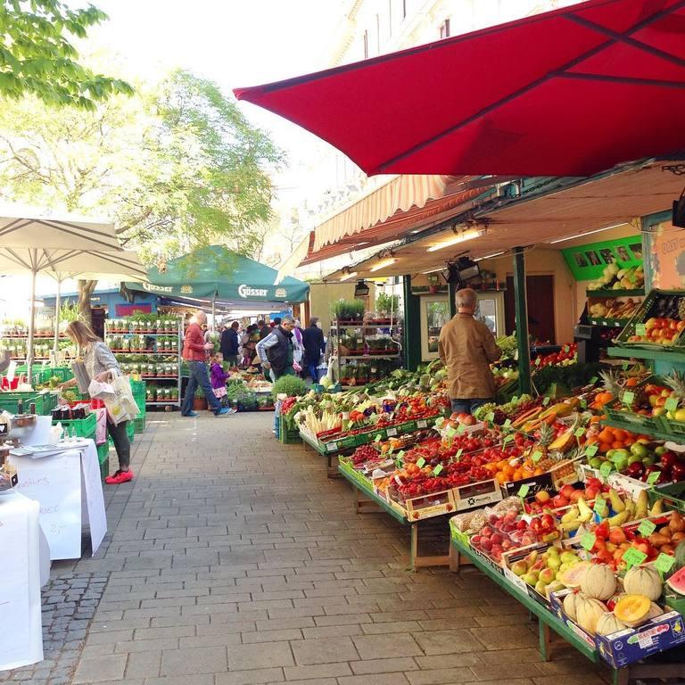 Kutschkermarkt at 5 minuts walk