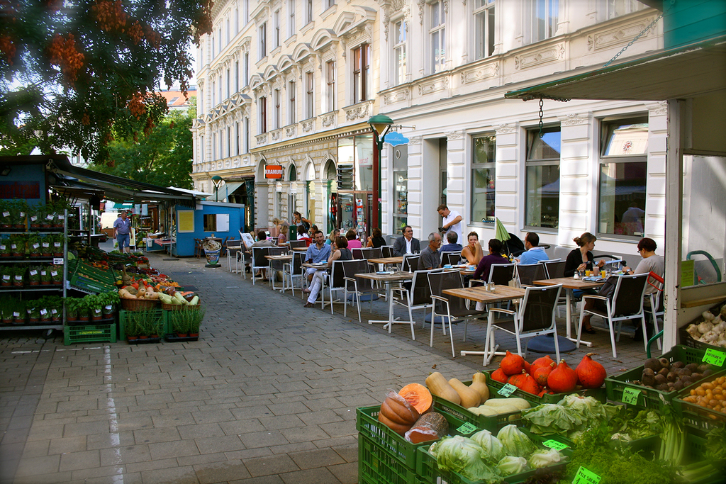 cafés and little restaurants on Kutschkermarkt