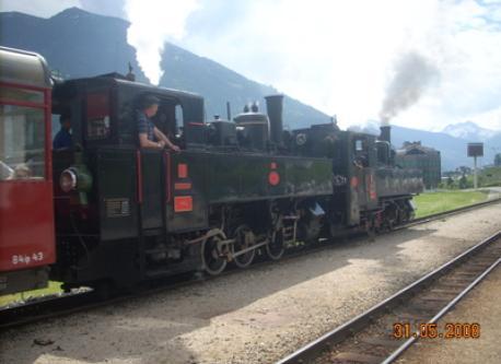 Dampflok Zillertalbahn, von Jenbach bis nach Mayrhofen fährt direkt am Haus vorbei