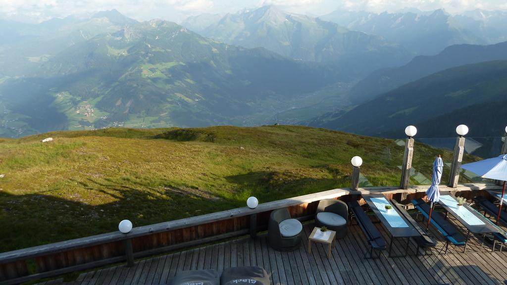 Blick von der Kristallhütte 2000hm auf Mayrhofen, Hippach