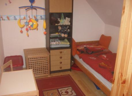 eines der beiden Kinderzimmer