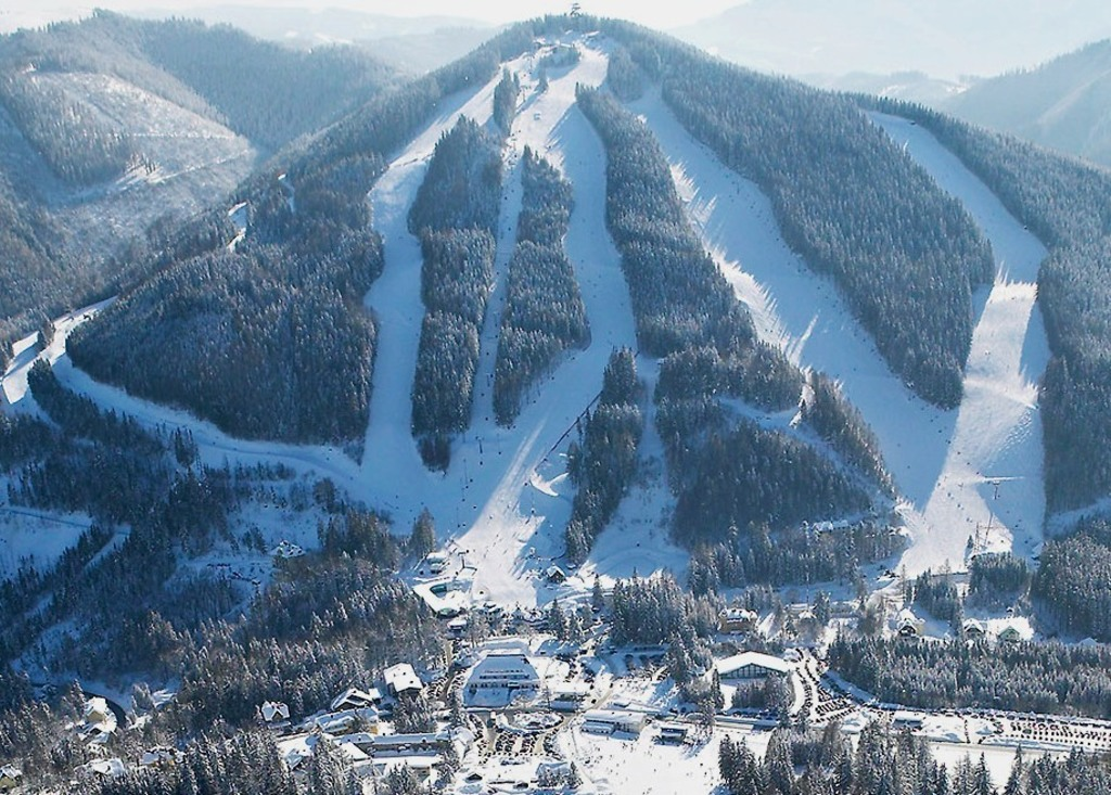 Zaubererg Semmering, only 1 h away, nice for skiing and bob running