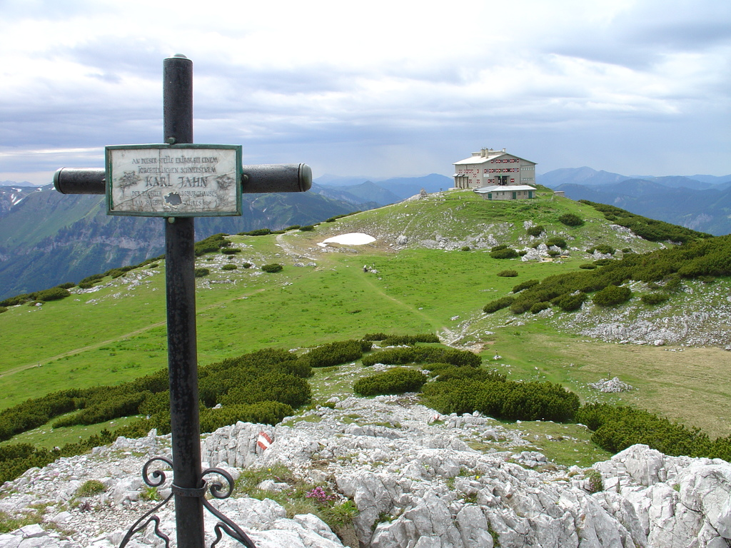 You can alos visit the nearby mountains: Raxalps 2007m high