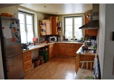 fully equipped kitchen with view to the swimming-pond