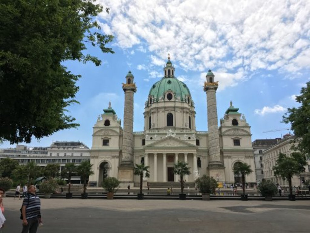 "church ""Karlskirche"" next to a nice parc in the city center (3 subwaystation)"
