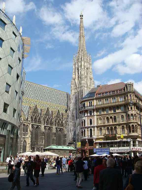 "Viennas city center with the main church ""Stephansdom"" (15min walk)"