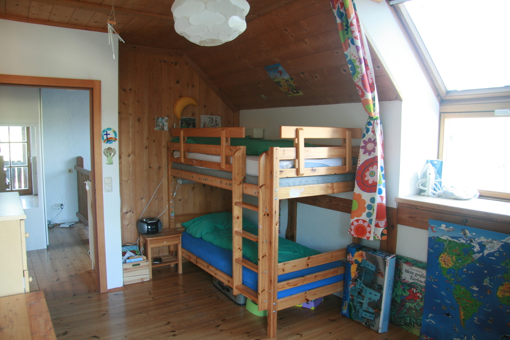 children´s room, you can walk out to the balcony