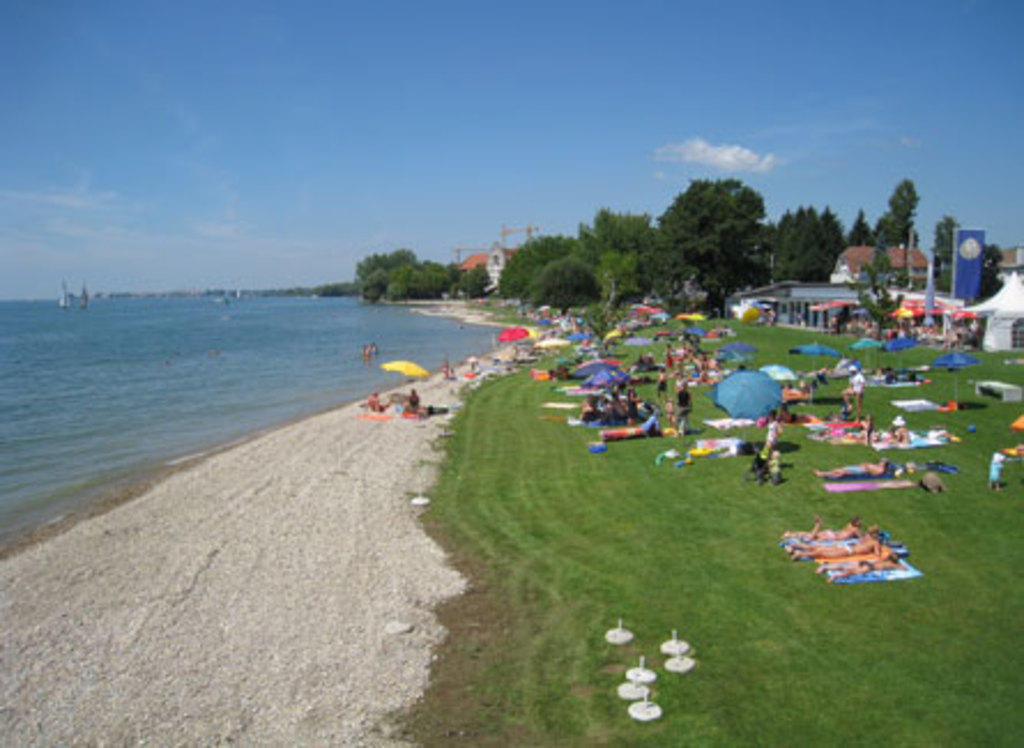 The public beach is 10 min walking distance from our flat.