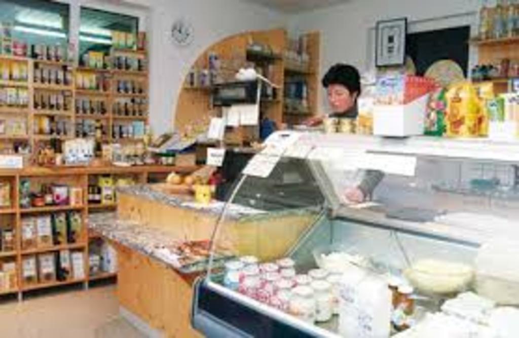 Many farmers sell regional and biological products. (eg. Die Sieben Bauernmilch HÖRBRANZ). Viele Bauern vermarkten biologisch...