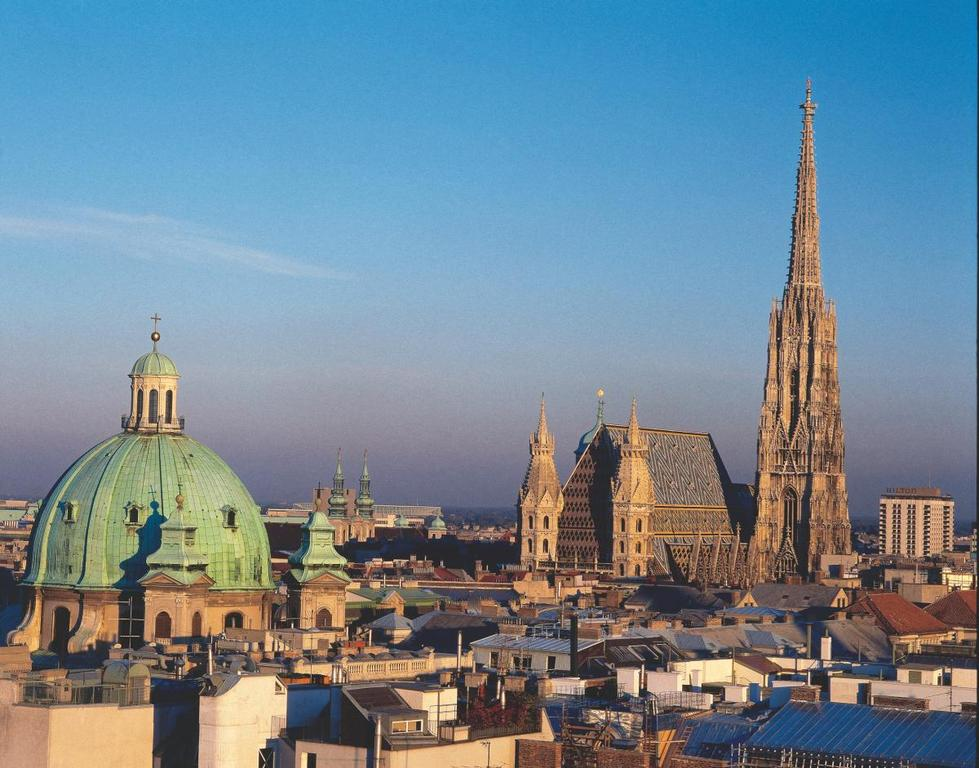 Vienna's historic city centre - just 3 metrostops or 30 mins walk away!