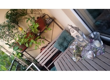 Blick auf den Eßbereich am Balkon