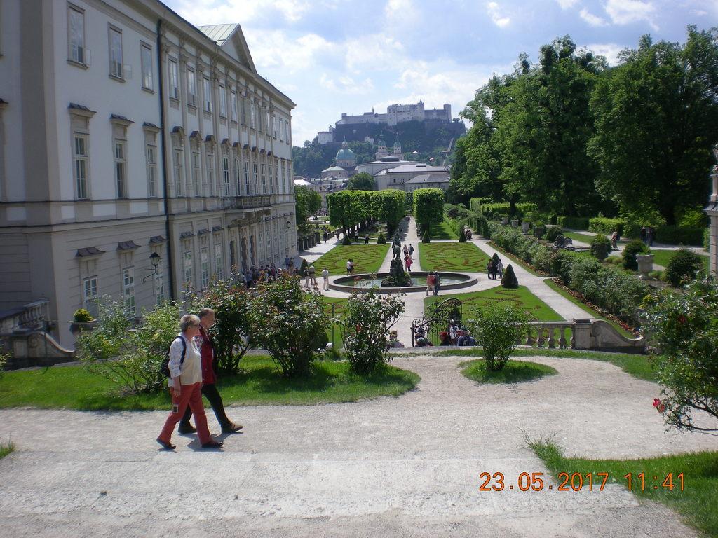 Schloß Mirabell im Hintergrund die Festung Hohensalzburg