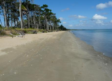 Dundowran Beach, 5 minutes walk