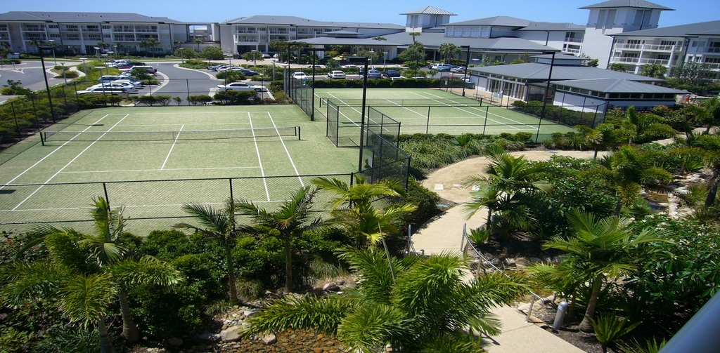 2 tennis courts on site