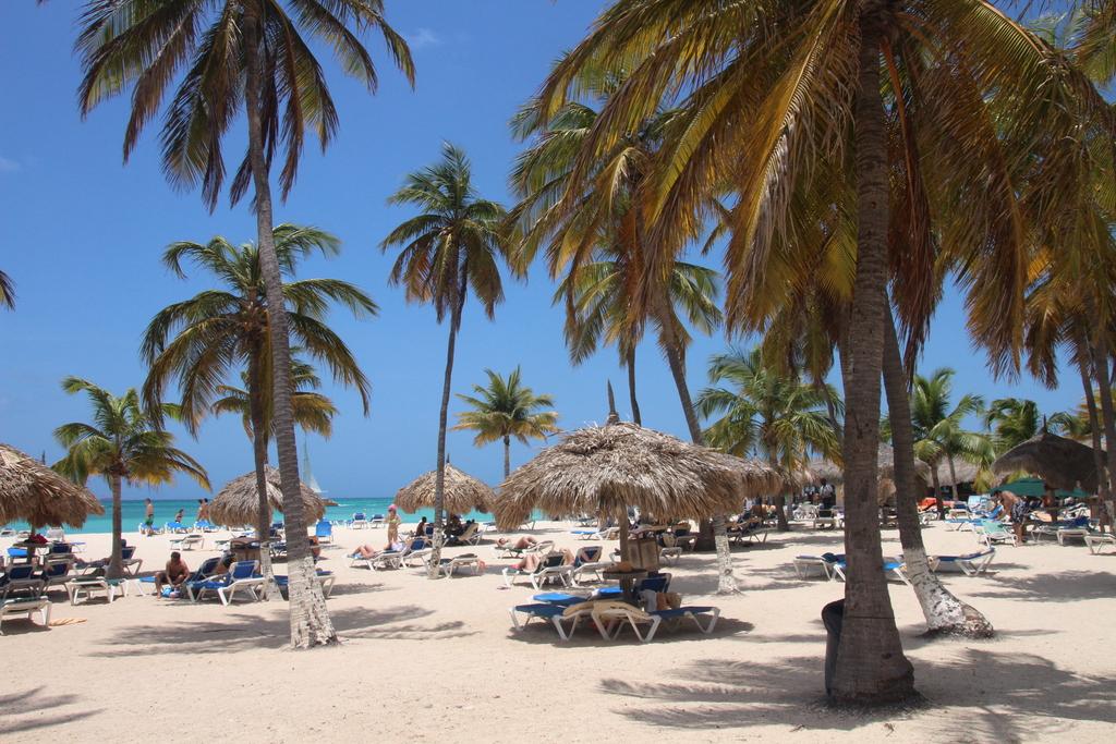 Palm Beach at 5 min drive or 15 min walk