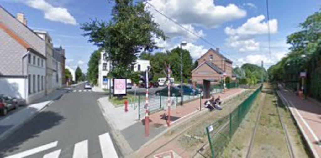 tramway stop / arrêt