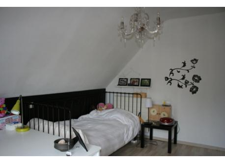 girls room with one bed