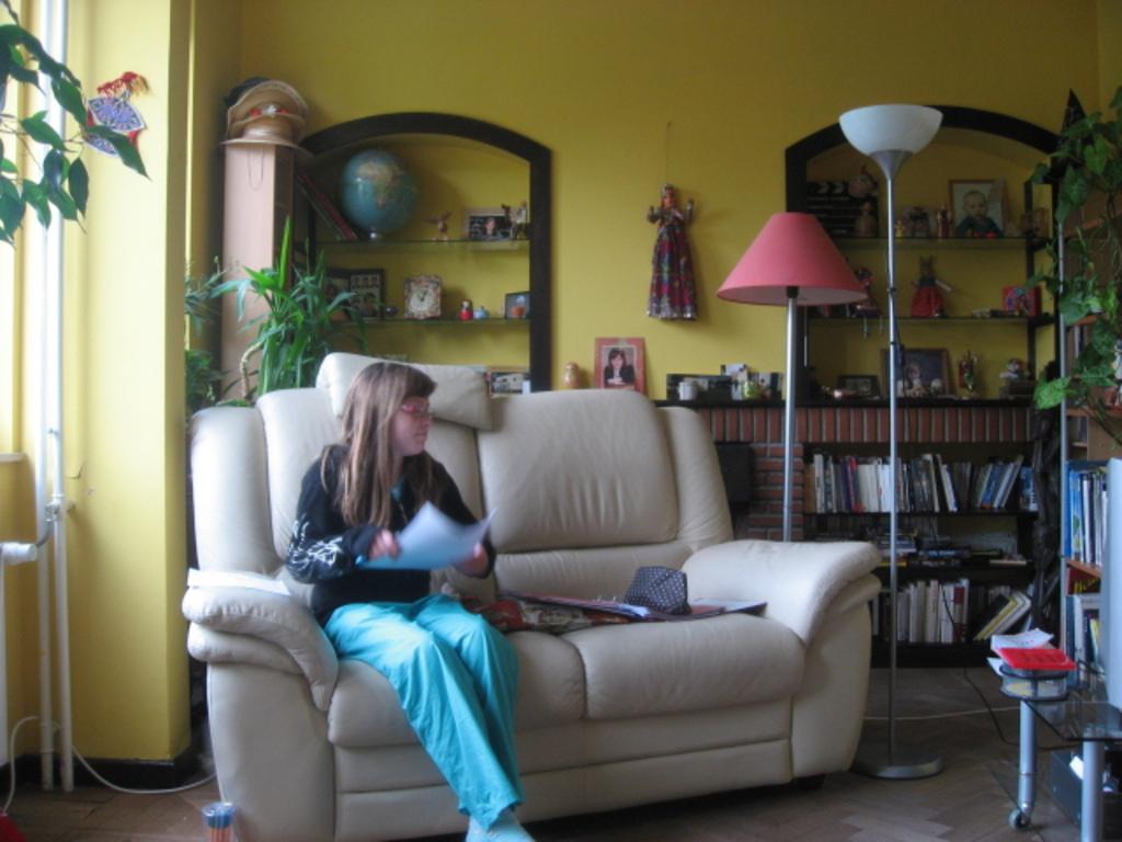 Notre fille Zita au salon