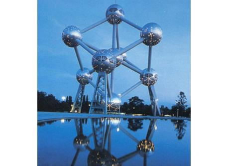 Brussels atomium (12km - 15min with our car)