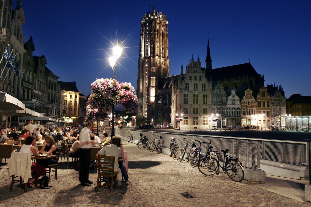 Mechelen by night (15 min drive)