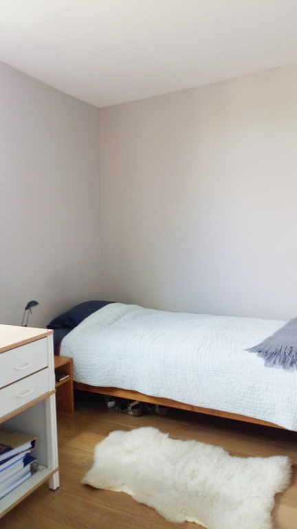 Chambre 1 personne 1er étage: vue sur le jardin, lit 1 personne confortable.