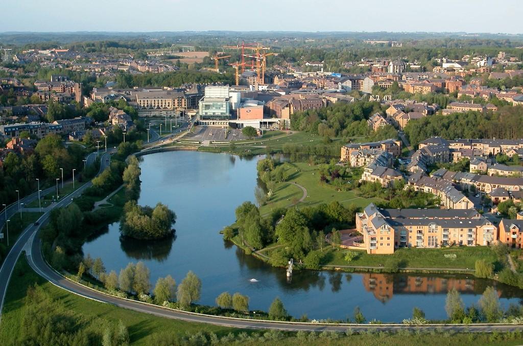 Louvain-la-Neuve et son lac