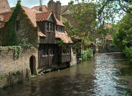 typical houses along the canals (called 'Reitjes')
