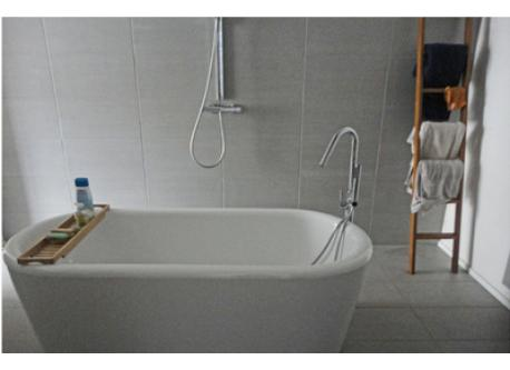 big bathroom (bad,shower, 2lavabo's) there're also a second shower