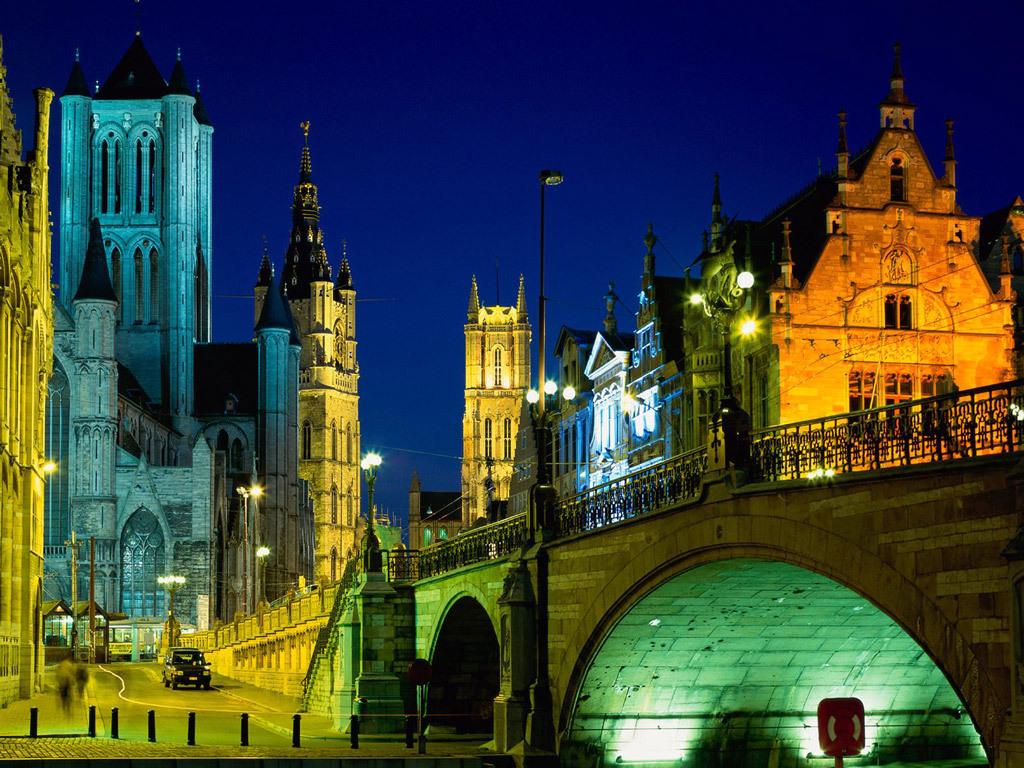 Evening lighting in Ghent city center