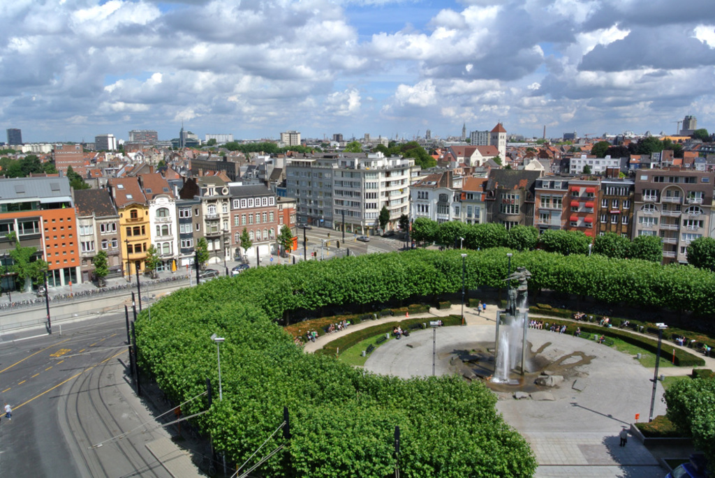 Arriving in Ghent by train, Square Trainstation