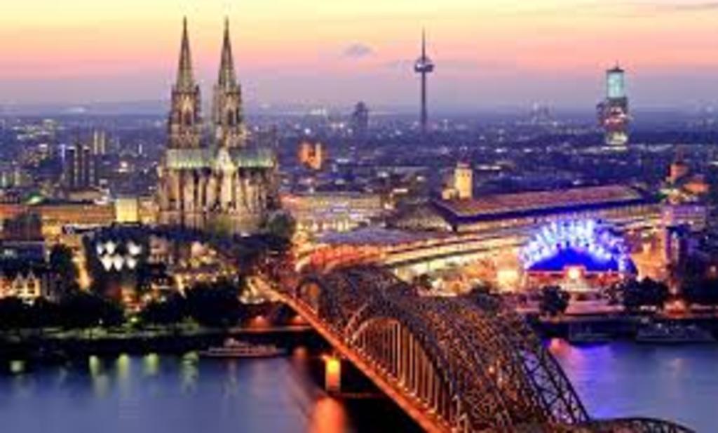 Cologne, 1h10 de voiture.