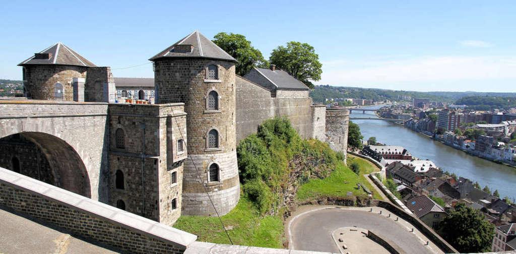 Namur, 35 min en voiture.
