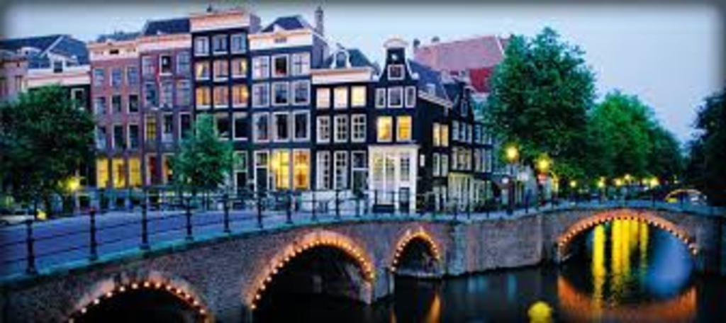 Amsterdam, 2h40 de voiture.