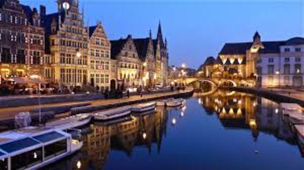 Ghent, 30' by car or public transport