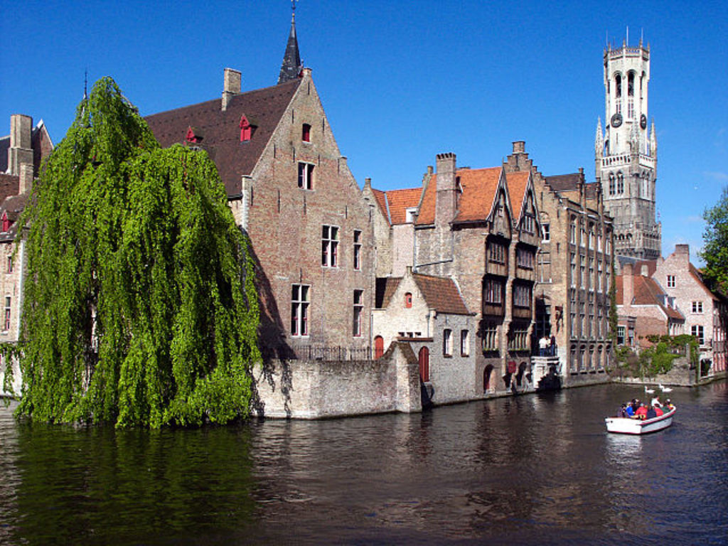 not to be missed, medieval city Bruges, 1H by car or public transport