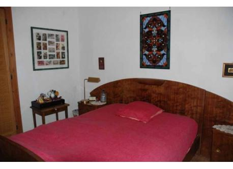 Guest room with double bed