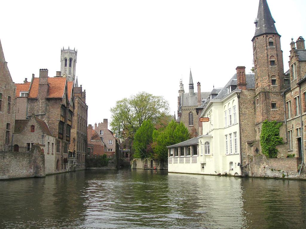 Bruges (Brugge) - 40km