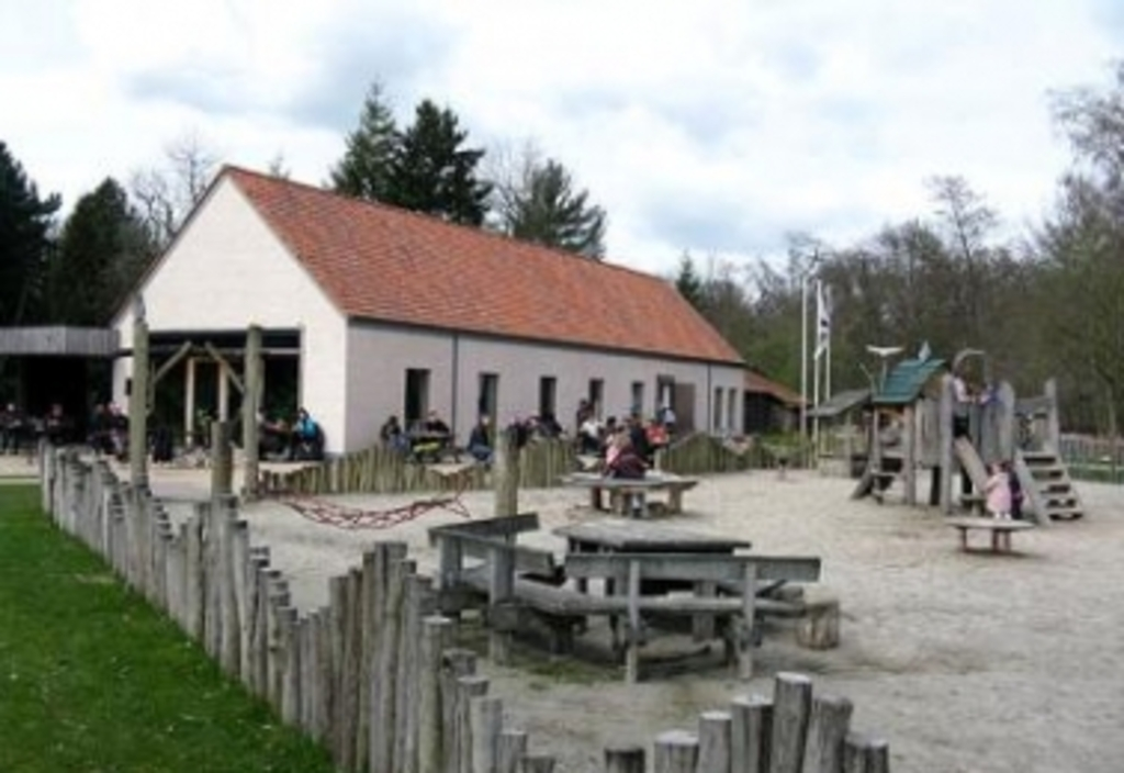 Only 30 minutes drive you find a forest 'the averegten' with a great play garden and animals. It's free