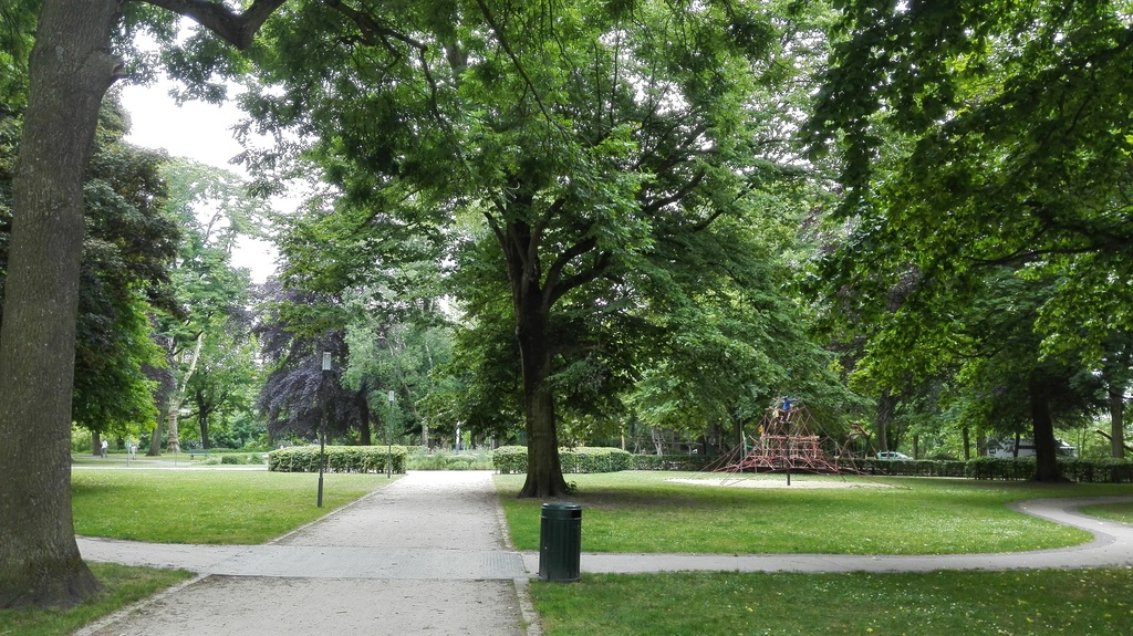 parc Visart, around the corer, with play garden and bike-circuit