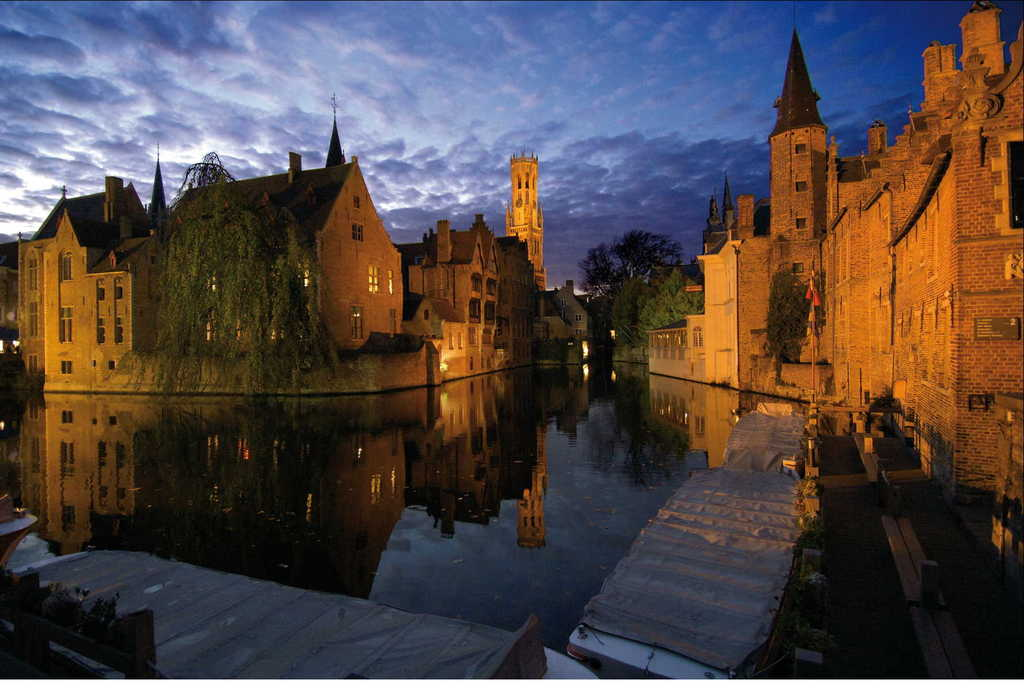 Historical centre of Bruges (by night)