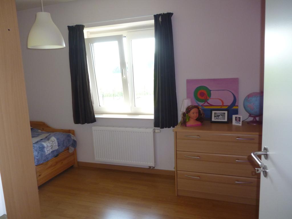 Bedroom daughter Nanou.