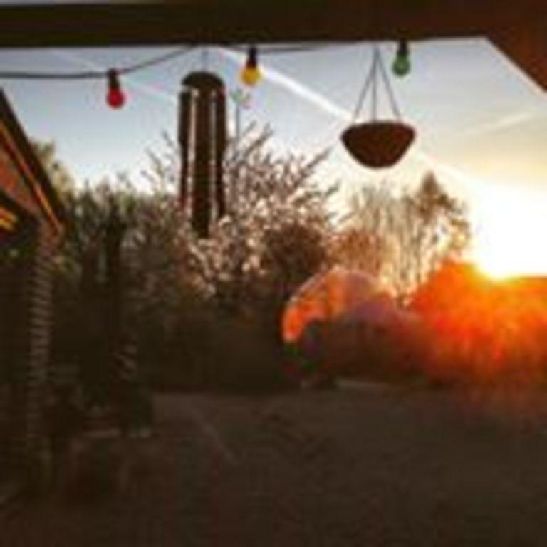 Coucher de soleil sur un coin du jardin