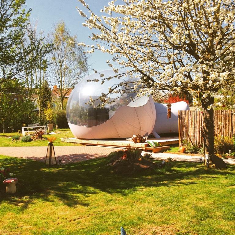 La bulle, chambre d'hôte au printemps