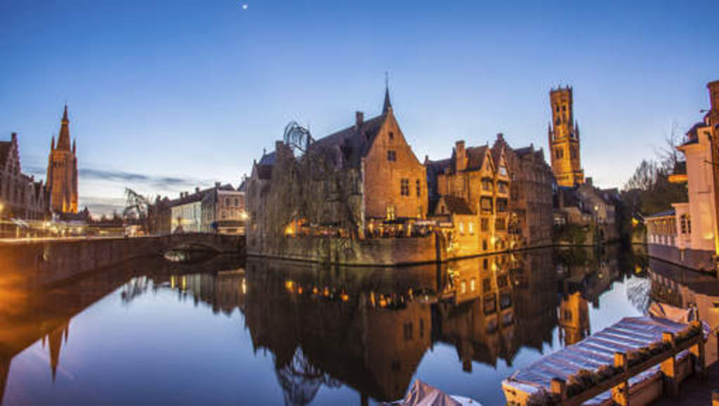 BRUGES city center: 1h05min by car, 1h57min by public transport from our front-door