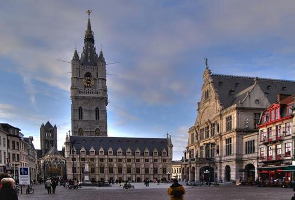 Sint-Baafsplein: the theatre NTGent and the Belfry - Ghent
