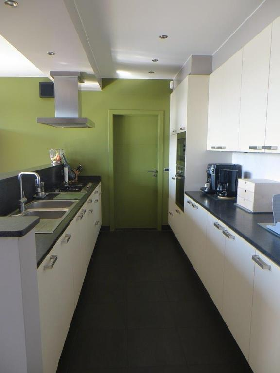Open kitchen, fully-equipped