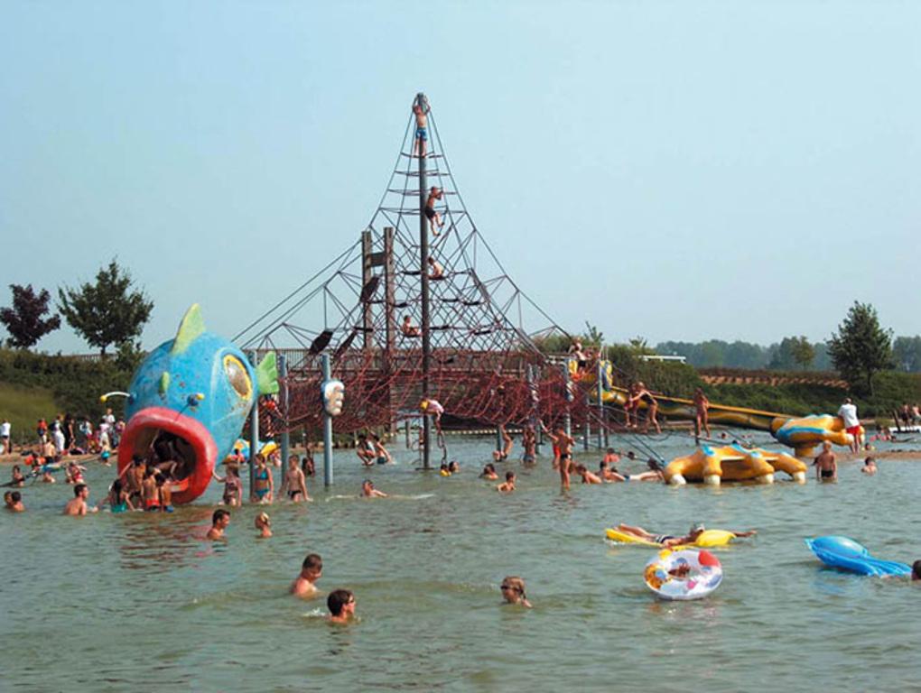 beach, swimming pool and playgrounds at The Nekker-Mechelen