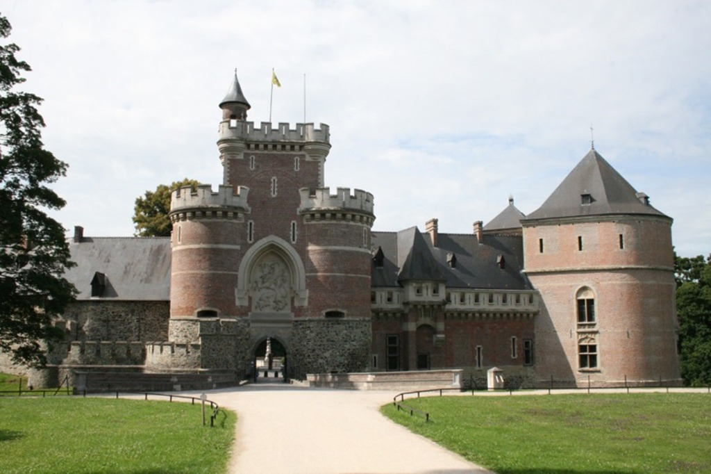 Gaasbeek Castle 30km