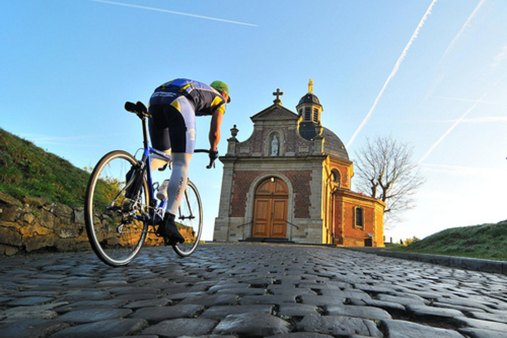 Flanders famous cycling classics (Geraardsbergen, 45' by car) - you can use our bikes!
